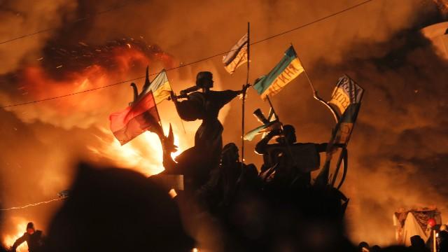140218201447-ukraine-fire-8-ap-story-top[1]