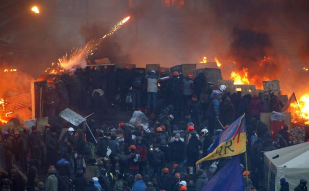 Anti-government protesters clash with riot police at Independence Square in Kiev